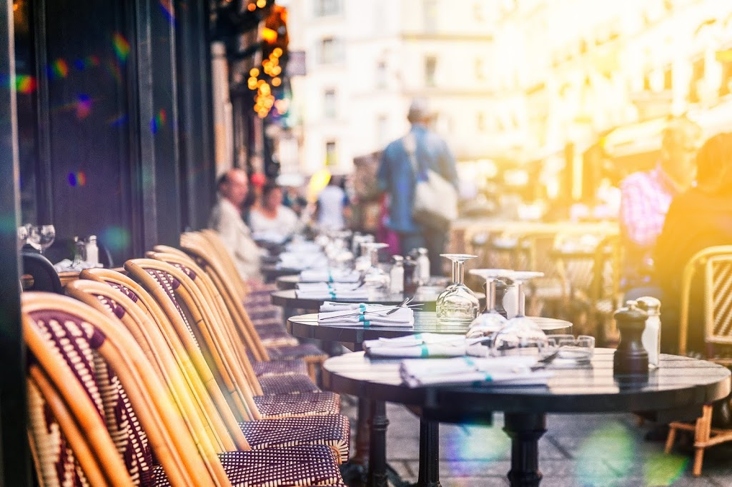 Smart ways to avoid temptation when eating out