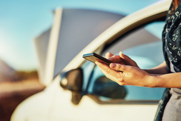 safety, road side assistance, what to do when waiting for roadside assistance, emergency roadside assistance